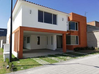 (crm-3423-1005) Se Vende Residencia En Col. La Providencia, Metepec.