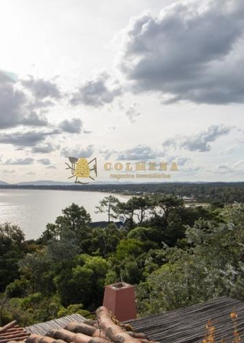 Casa De 3 Dormitorios En Complejo Privado Con Muy Buenos Servicios Y Muy Buena Vista Al Mar. Consulte!!!!!!!!!- Ref: 2337
