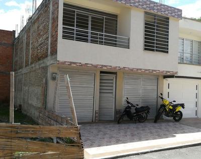 Casa De Dos Pisos 4 Habitaciones 2 Baños Garaje