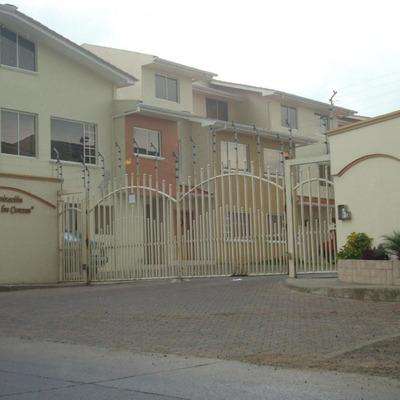 Departamento En Cuenca.. De Venta Amplio. En Planta Baja