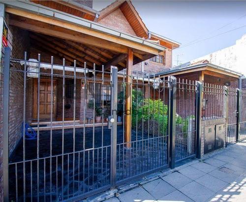 Triplex  Venta Martinez 5 Ambientes Garage Jardin Parrilla Zona La Plaza