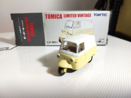 Mitsubishi Pet Leo Van Tomica Limited Vintage Escala 1/64