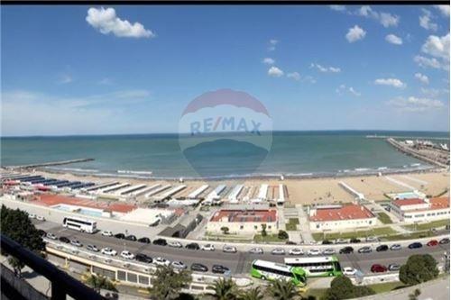 3 Ambientes Con Cochera Al Frente En Playa Grande