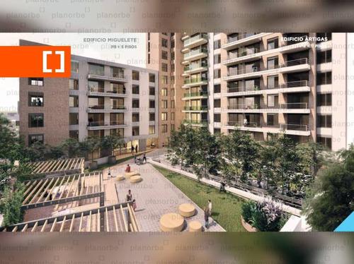 Venta De Apartamento Obra Construcción 1 Dormitorio En Tres Cruces, Gala Pop Br. Artigas Unidad 705