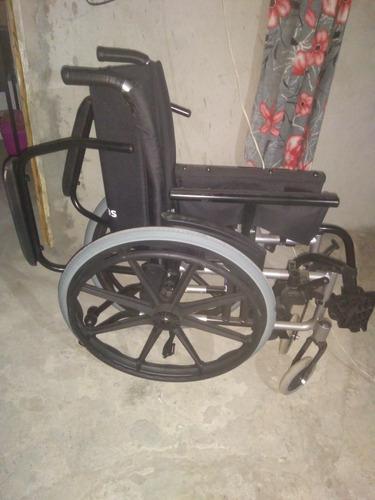 Imagem 1 de 2 de Cadeira De Rodas Nova Nunca Usada