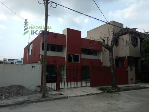 Renta Departamento Semi Amueblado Jardines De Tuxpan Veracruz. Ubicado En La Calle Jamapa #11, El Departamento Se Encuentra En La Planta Alta. Cuenta Con Comedor, Cocina Y Una Estancia Que Puede Ser