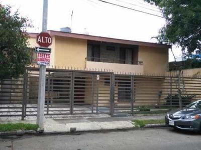 Casa Muy Amplia Con Buena Ubicacion, Cuenta Con 4 Recamaras,