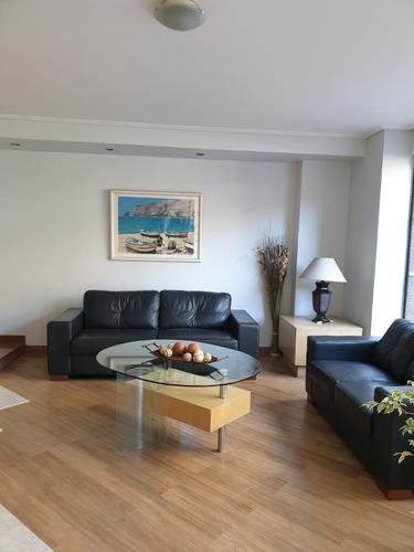 Apartamento En Octavo Piso , Tres Dormitorios Dos Baños.