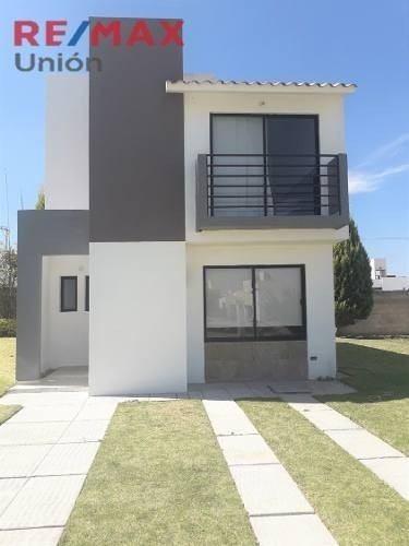Casa En Venta En Residencial San Gerardo Mod. Castilla Coto 86.