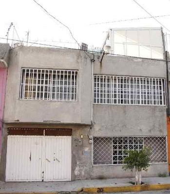 Amplia Casa Como Nueva Cercana A Vialidades Principales En Cd. Neza