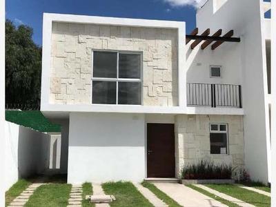 En Villas El Roble Tejeda, 4 Recamaras, Una En Pb, Jardín