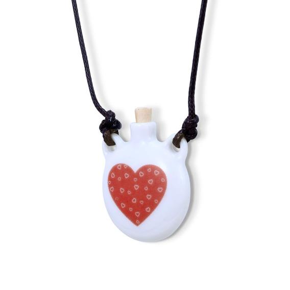 Aromatizador Pessoal Ou Porta Perfume Coração Com Corações