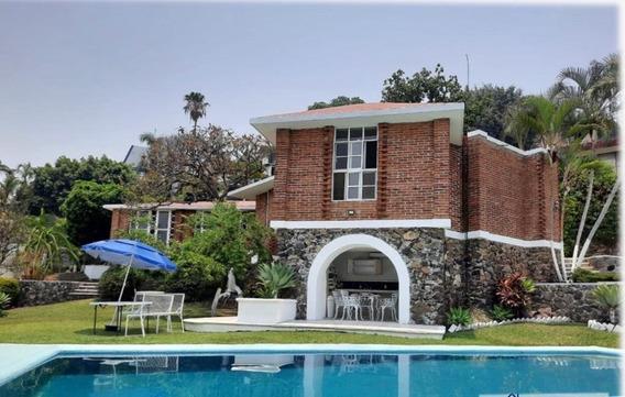 Casa Con Alberca Hermosa En Lomas De Cuernavaca