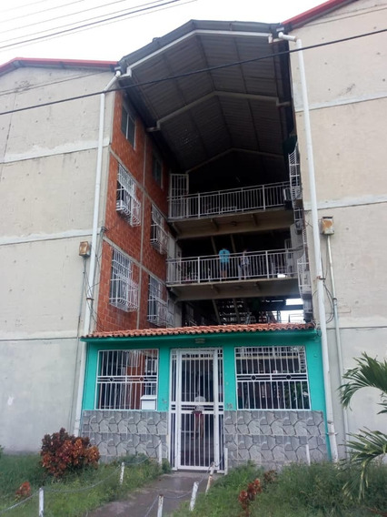 Apartamento En Madre María Angela 04243631228