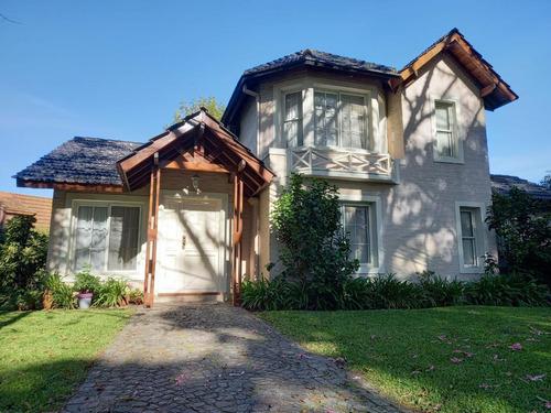 Casa - Mapuche C.c  Lista Para Mudarse, 4 Dormitorios, Quincho Y Pileta.