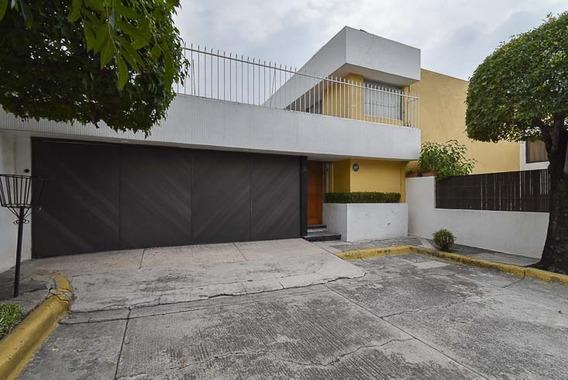 Casa En Renta En Circuito Historiadores, Ciudad Satélite.