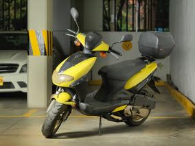 Moto Um Piaggio Amarilla 150cc Oportunidad