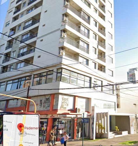 Imagen 1 de 5 de Cochera Cubierta Pedernera 89 Lomas De Zamora -en Edificio-