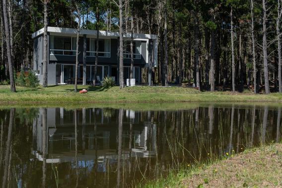 Excelente Casa Con Vistas A Laguna Y Bosque Barrio Cerrado