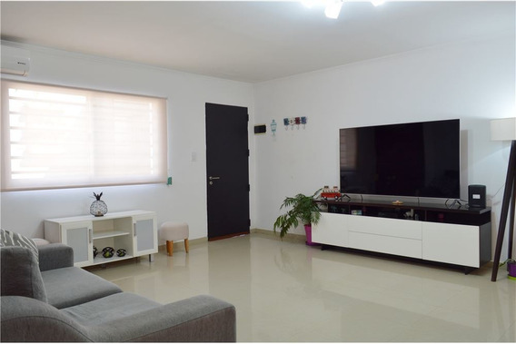 Casa / Ph - Tres Ambientes, Dos Patios Y Parrilla.