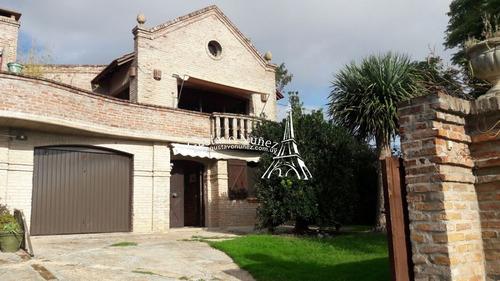 Casa En Piriã¡polis, 3 Dormitorios *- Ref: 2884