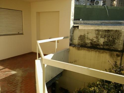 Departamento De Pasillo, Dos Dormitorios Zona Echesortu