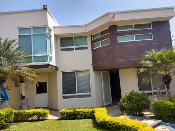 Se Vende Casa En Las Fincas Dos Niveles.