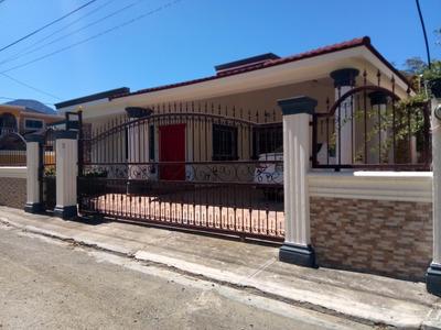 Casa De Venta En Zona Centrica Hierba Buena, Jarabacoa