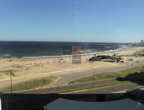 En Primera Linea Frente Al Mar, Con Vista A La Bahia Desde Todos Los Ambientes.- Ref: 1993