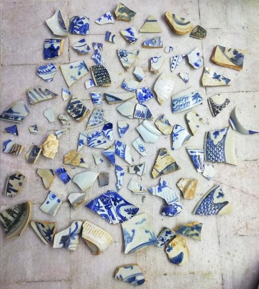 Restos De Porcelana De La Dinastía Ming