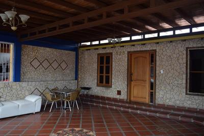 Casa En Venta Copacoa Cabudare 19-13269 Aj