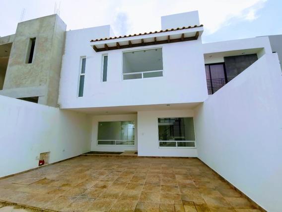 Preciosa Casa Nueva Con Excelente Ubicación.