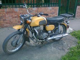 Motocicleta Antigua Solo Tiene La Placa Y Esta Desarmada