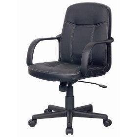 Cadeira Preta De Couro Giratória Com Rodinhas E Ajuste A Gás
