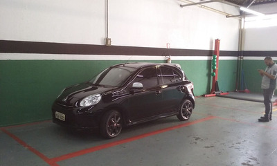 Nissan March 1.6 Sr 5p 2013