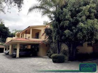 Av. De Las Fuentes, Casa En C.h. En Venta