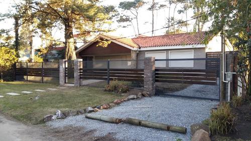 Hermosa Casa En La 8 De La Mansa Punta Del Este Para Febrero