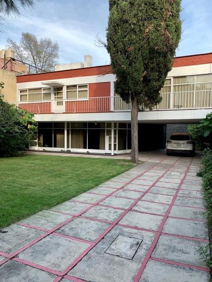 Excelente Residencia Para Modernizar, Inmejorable Ubicación