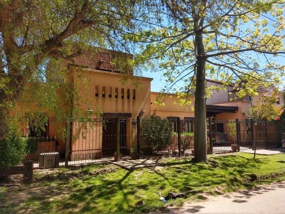 Alquiler Casa En Villa Castels. 3 Dorm / Pileta / Parque.