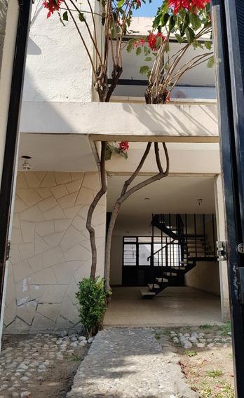 Casa Con Excelente Ubicación Y Plusvalia. Para Remodelar.