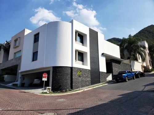 Casa En Venta En Las Privanzas 2da Secc