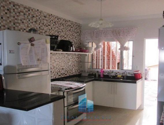 Casa Em Condomínio C/ 3 Dormitórios/suíte E Closet Permuta