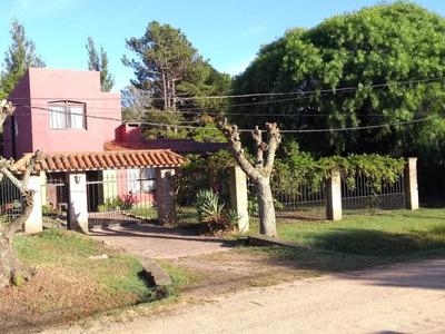 Casa De Tres Dormitorios, Dos Baños Y Apto Independiente