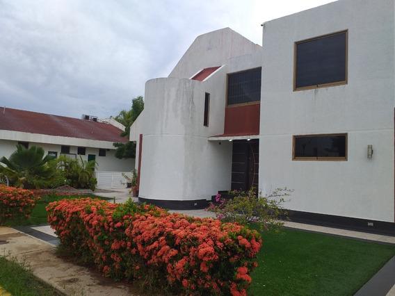 Lujosa Casa En Alquiler En Lecheria