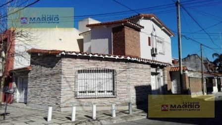 Venta De Casa 4 Ambientes, Villa Sarmiento