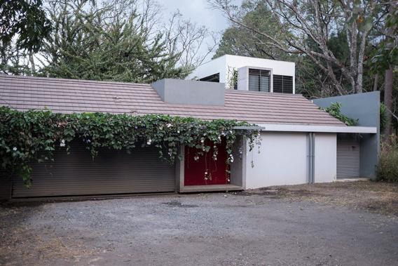 Se Alquila Casa Contemporánea En Santa Ana