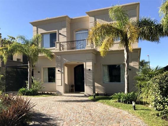 Excelente Casa En Venta De 4 Dormitorios En El Bosque Country Club, Campana