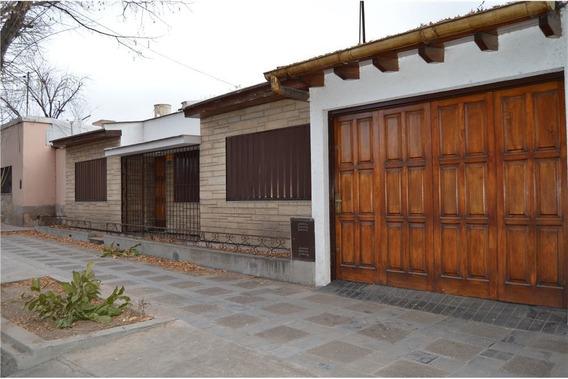 Casa Con Excelente Ubicación En Godoy Cruz