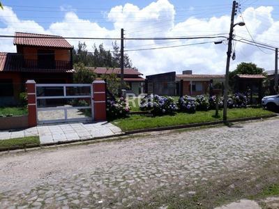 Casa Em Centro Com 3 Dormitórios - Li50877357