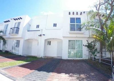 Casa Semi Amueblada En Renta En Villa Marino - Cancun